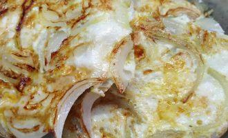 Вкусные гренки с яйцом и луком