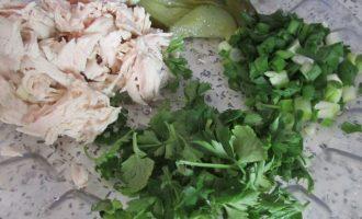 Как приготовить простую закуску из лаваша с курицей и овощами