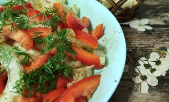 Пошаговый рецепт салата из лука и болгарского перца