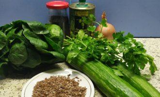 Салат из огурцов со шпинатом и льняными семечками