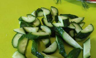 Рецепт салата из помидоров, перца, огурцов со сметаной с фото