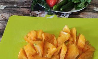 Салат из помидоров, перца, огурцов со сметаной фото