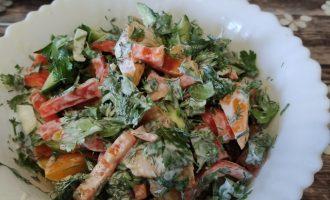 Как приготовить салат из помидоров, перца, огурцов со сметаной пошаговый рецепт с фото