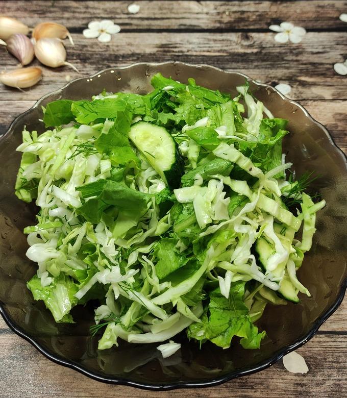 Рецепт вкусного салата из свежей капусты с огурцом с фото
