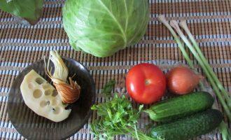 Салат из капусты и помидоров с сыром