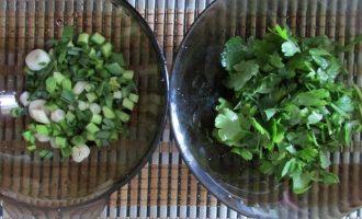 Готовим салат из капусты, помидоров и сулугуни