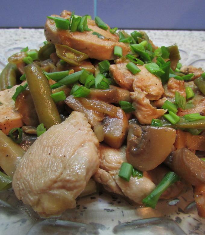 Как приготовить теплый куриный салат с зеленой фасолью