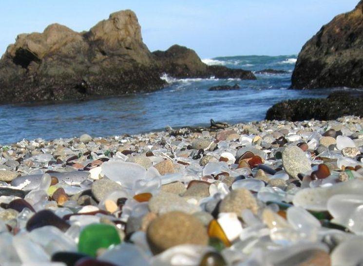 Уникальный стеклянный пляж